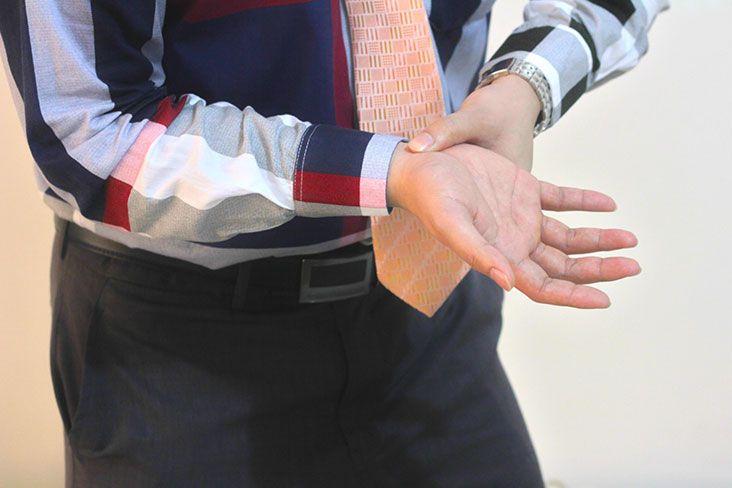 What Symptoms Point to Carpal Tunnel Syndrome?